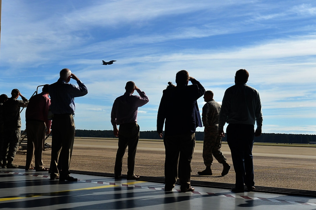Members of the Shaw-Sumter Community Council (SSCC) watch an F-16CM Fighting Falcon depart Shaw Air Force Base, South Carolina, Nov. 2, 2017.