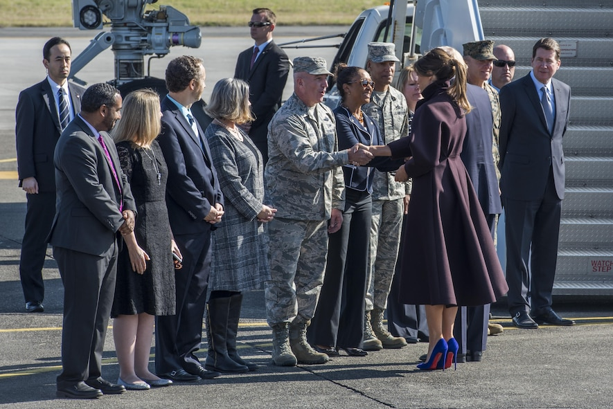 First Lady Melania Trump shakes hands with Col. Kenneth Moss, 374th Airlift Wing commander, before boarding Air Force One, Nov. 7, 2017, at Yokota Air Base, Japan.