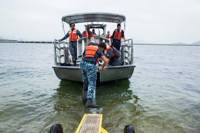 MCAS Iwakuni Harbor Ops conducts facilities-response training