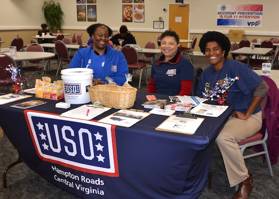 USO volunteers are all smiles