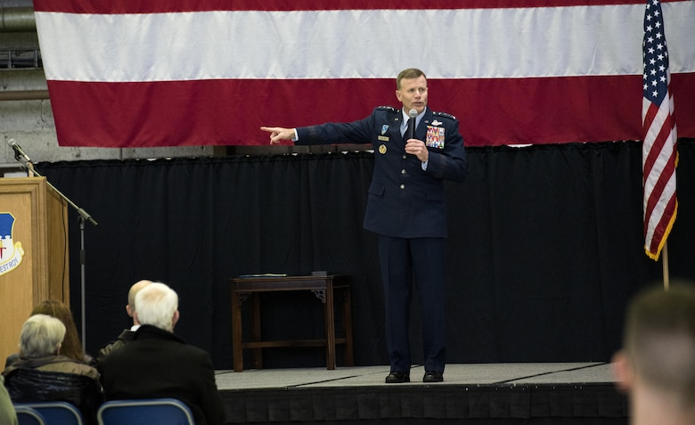 Gen. Wolters visits Spangdahlem, recognizes local mayor