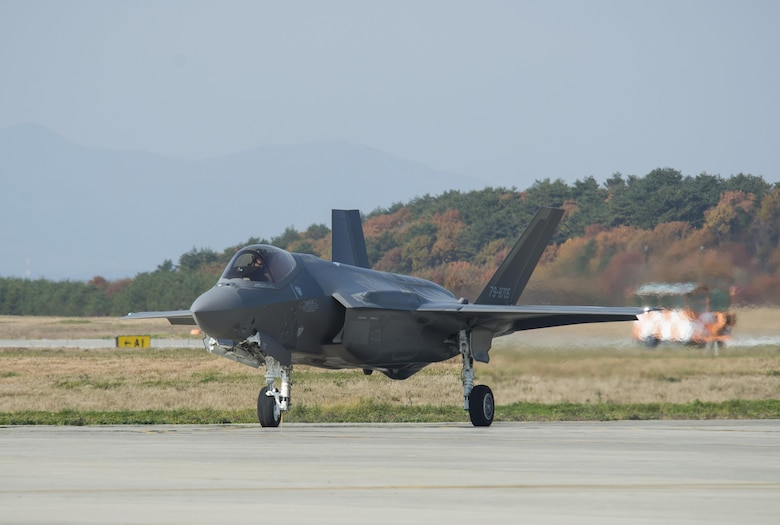 F-35A taxis on runway