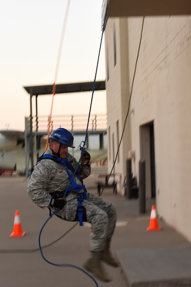 U.S. Air Force Maj. Gen. Timothy Leahy, 2nd Air Force commander repels down a building during his tour of the Louis F. Garland Department of Defense Fire Academy on Goodfellow Air Force Base, Texas, Nov. 2, 2017. Along with learning how to repel, trainees are taught proper form in rescuing injured individuals. (U.S. Air Force photos by Airman 1st Class Zachary Chapman/Released)