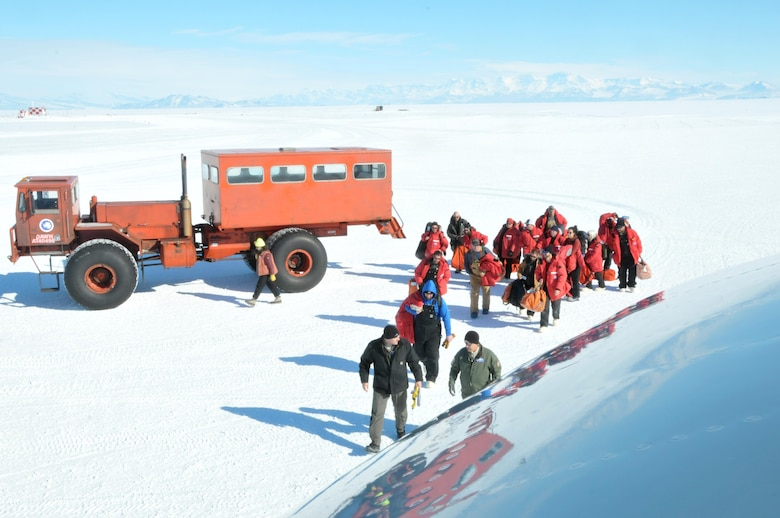 New York National Guard Aircrew completes South Pole mission despite extreme weather conditions