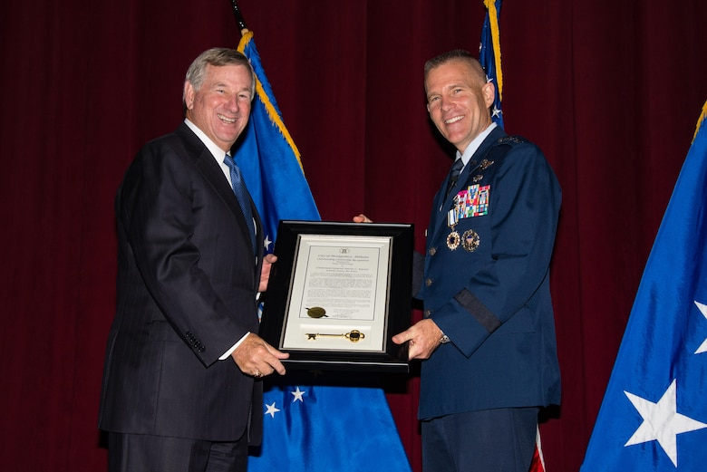 Lt. Gen. Steven L. Kwast receives Distinguished Service Medal