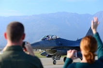 Team Aviano members welcome home an F-16 Fighting Falcon pilot from the 555th Fighter Squadron at Aviano Air Base, Italy, Nov. 1, 2017. Approximately 380 Airmen and 18 F-16s were deployed to Bagram Air Field, Afghanistan to support Operation Freedom's Sentinel. (U.S. Air Force photo by Airman 1st Class Ryan Brooks)