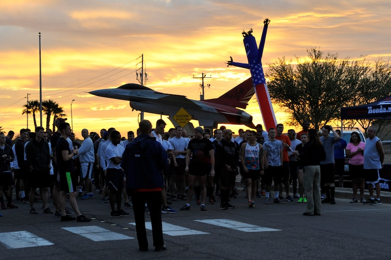 Thunderbolts gather at the starting line for a 5K run at Luke Air Force Base, Ariz., Nov. 17, 2017.  The 5K was held in honor of Native American Heritage month. (U.S. Air Force photo/Airman 1st Class Pedro Mota)