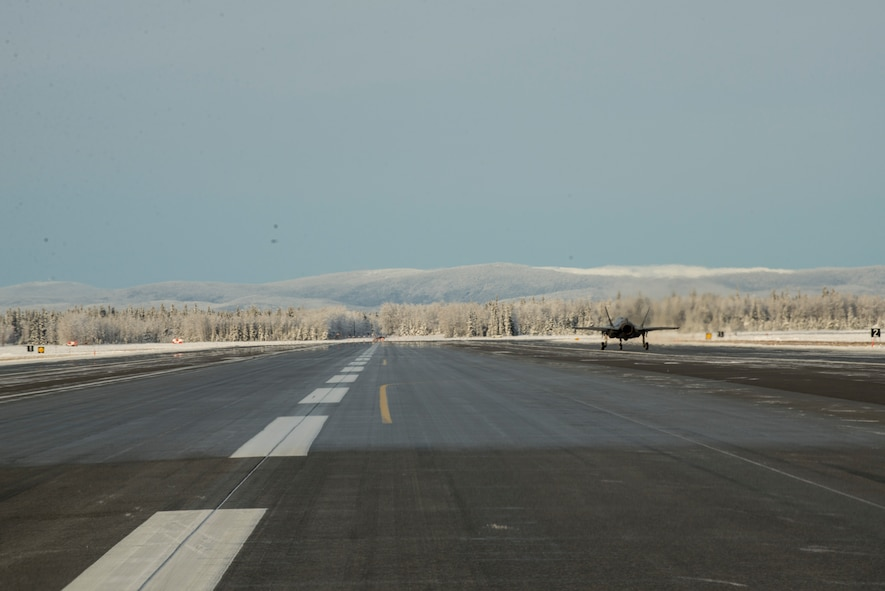 'Dirt Boyz' assist in F-35A testing