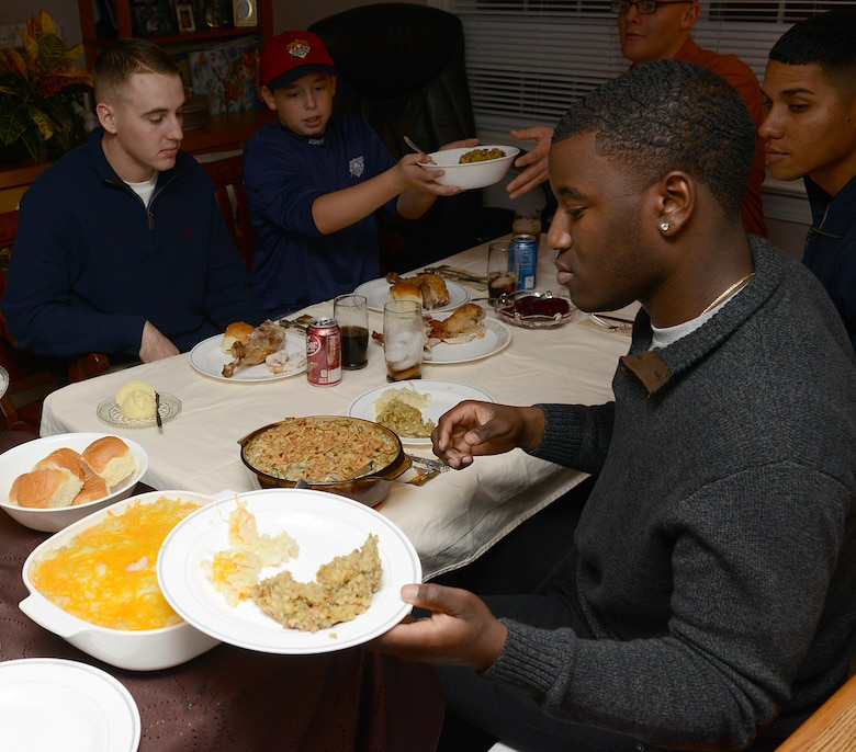 U.S. Army Soldiers assigned to the 128th Aviation Brigade participate in Thanksgiving dinner at the Deaver home in Yorktown, Va., Nov. 23, 2017.