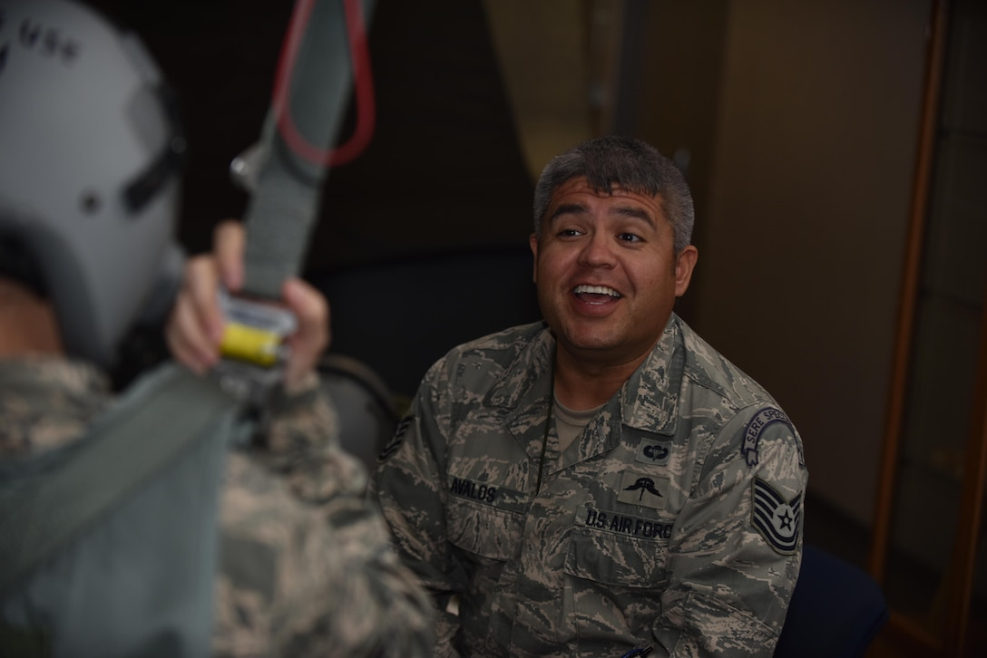 US Air Force Tech. Sgt. Sergio Avalos, a survival, evasion, resist and escape (SERE) specialist, instructs a course participant on how to properly correct in-air parachute malfunctions. Parachutes malfunctions can cause the various complications while freefalling, it is imperative that flyers know the proper way to correct these malfunctions in a timely manner to reduce risk of life.