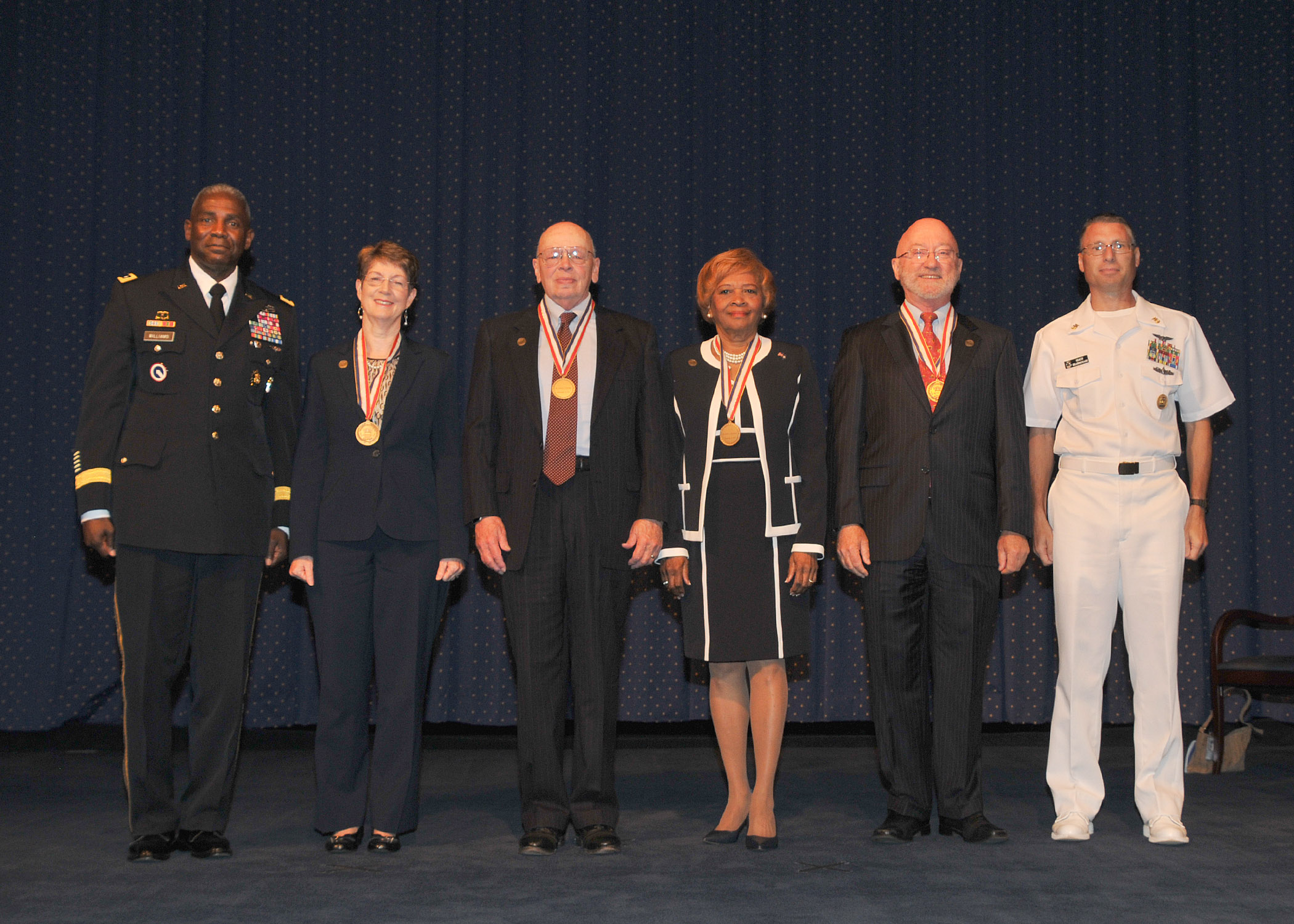 Five leaders join the ranks of DLA Hall of Fame members > Defense