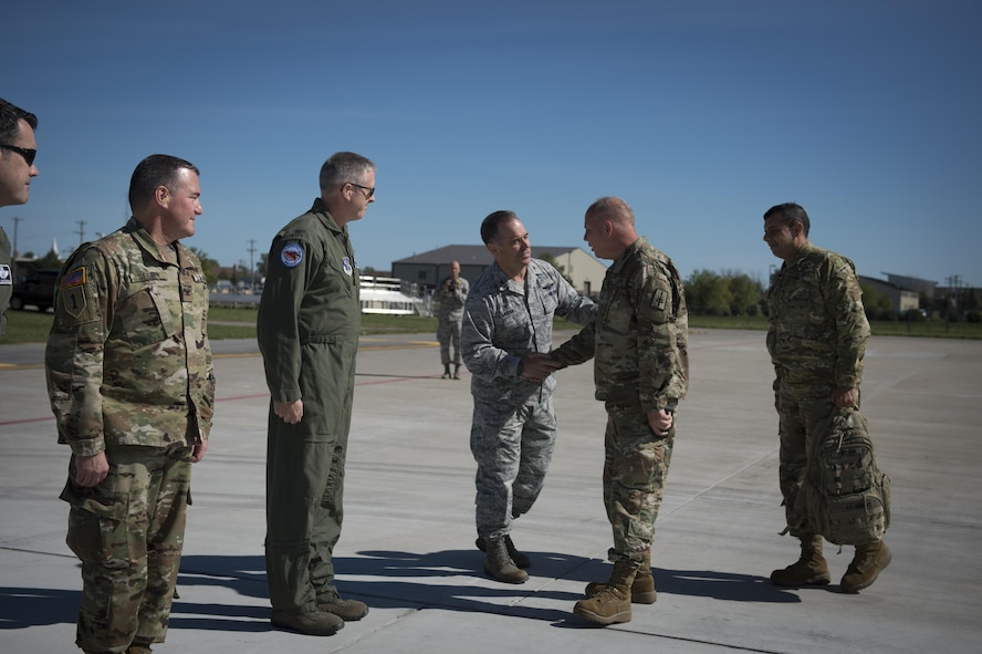 Army Maj. Gen. visits air base