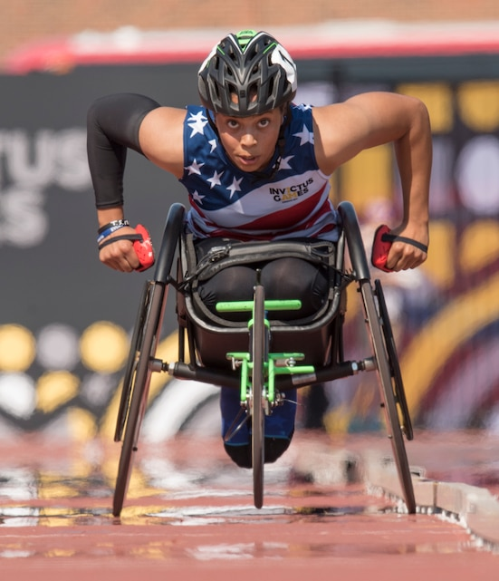 Marine Corps veteran Sgt. Gabby Graves-Wake competes in wheelchair racing during the 2017 Invictus Games.