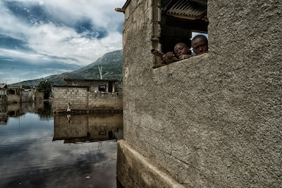 After continuous rains caused serious flooding in Haiti's north, government agencies supported by UN mission in Haiti and World Food Program responded with evacuations, temporary shelters, and food and supplies distributions, November 11, 2014 (Courtesy UN/Logan Abassi)