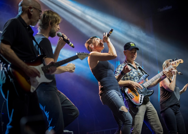 Gary Sinise and the Lt. Dan Band performed a free two-hour USO concert to honor Airmen and their families.