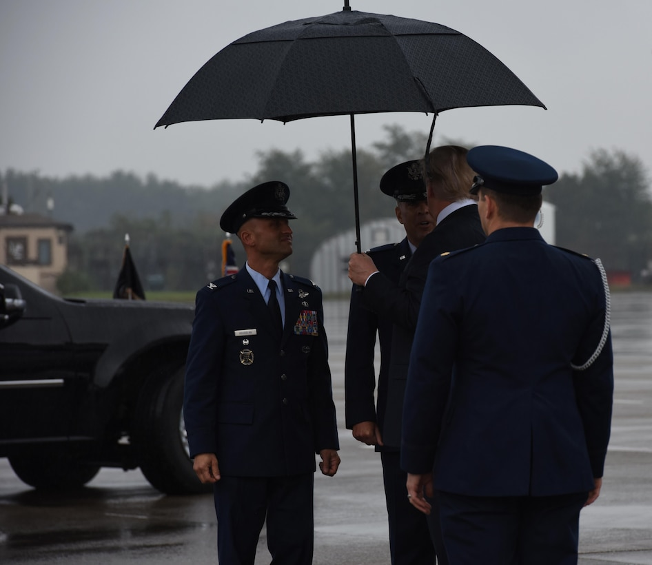 President meets with 193rd Special Operations Wing command