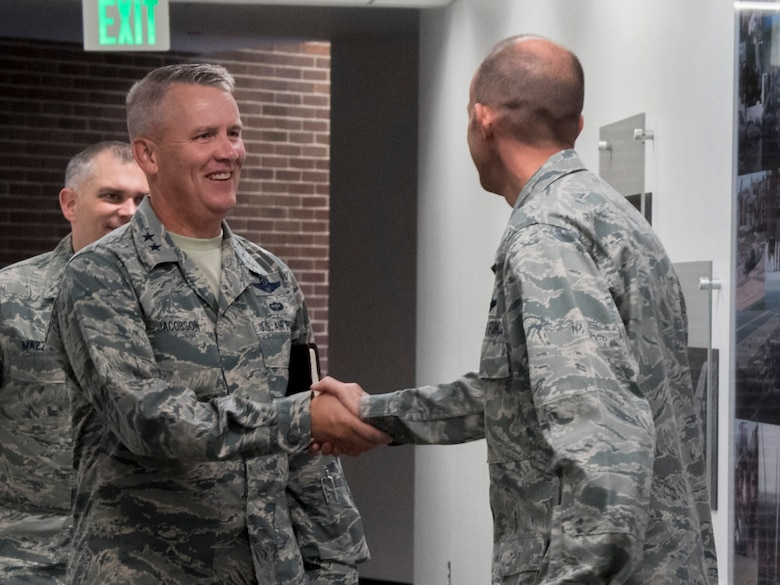 Maj. Gen. Jacobson & Col Teichert shake hands