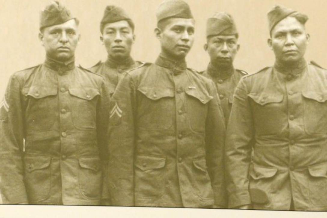 Choctaw soldiers pose for a photograph in 1918