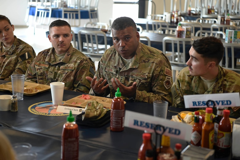 3rd AF commander eats breakfast with 449th Air Expeditionary Group Airmen