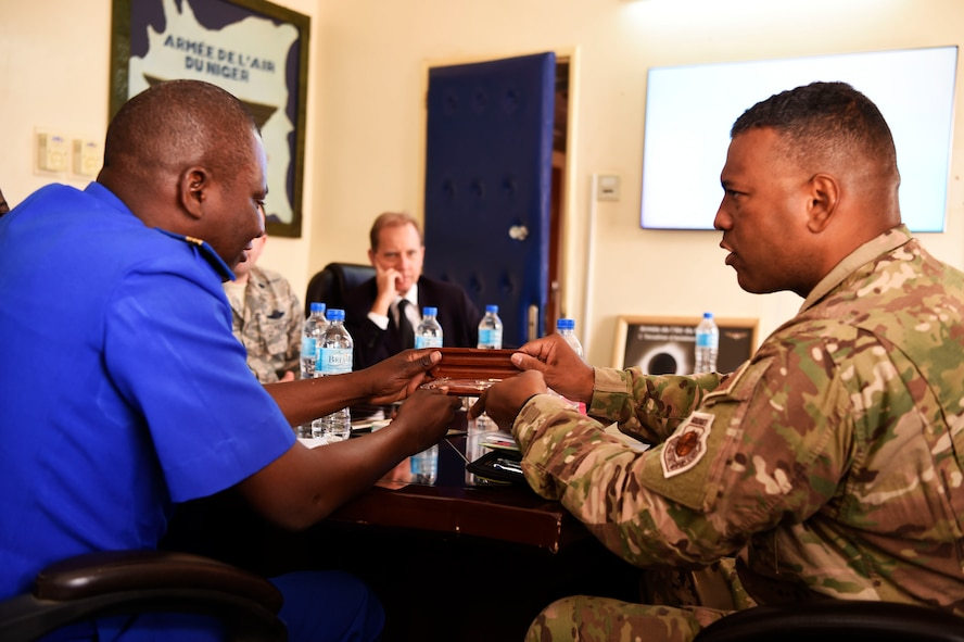 3rd AF commander meets with Nigerien deputy air chief