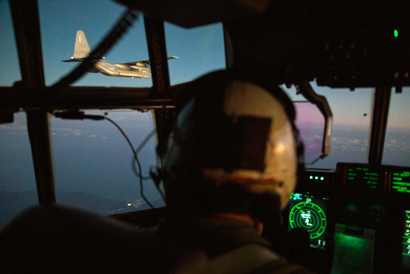 Sumos conducts aerial refueling training with Thunderbolts, Green Knights