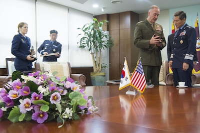 Marine Corps Gen. Joe Dunford, chairman of the Joint Chiefs of Staff, meets with South Korea Air Force Gen. Jeong Kyeong-doo, chairman of South Korea's Joint Chiefs of Staff