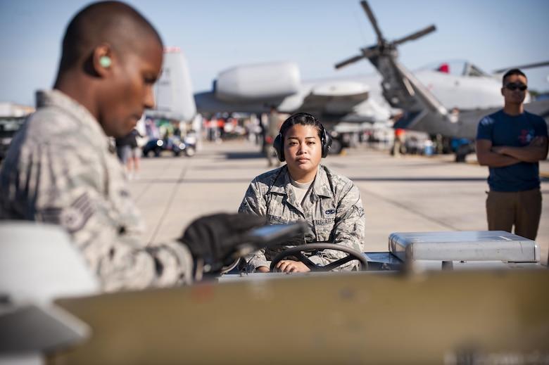 Weapons Airmen 'wow' spectators