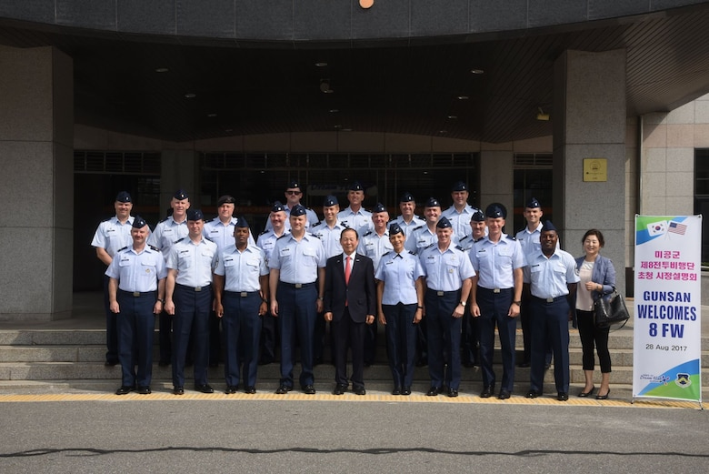 U.S. Air Force Airmen assigned to Kunsan Air Base, Republic of Korea, pose with Mayor Moon Dong-shin, Gunsan City Mayor, during an immersion tour in Gunsan City, ROK, Aug. 28, 2017. During the tour Airman ate a traditional bibimbap meal and experienced the history and heritage of South Korea at the Gunsan Modern History Museum. (U.S. Air Force photo by 2nd Lt. Brittany Curry)