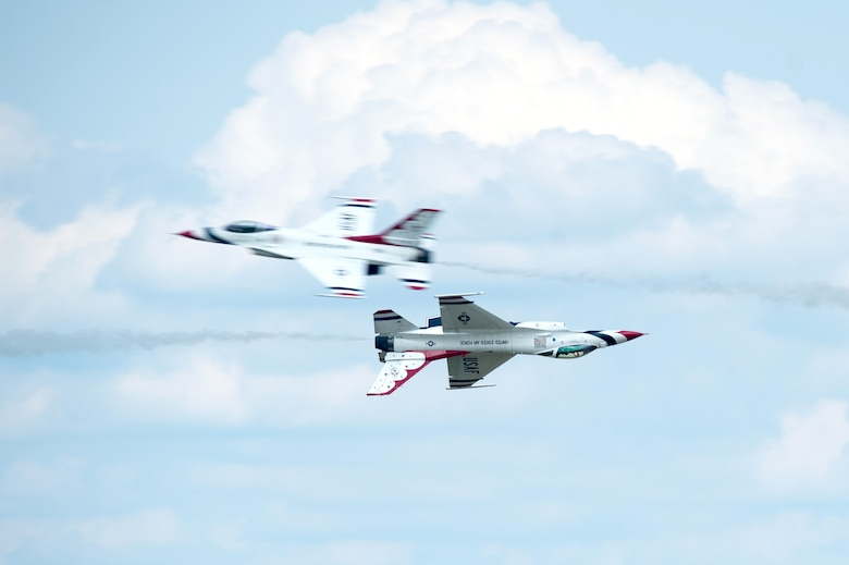 The United States Air Force Thunderbirds perform an opposing knife edge pass during the Thunder Over Dover Open House and Airshow Aug. 25, 2017, at Dover Air Force Base, Del. The Thunderbirds demonstrated the versatility of the F-16 Fighting Falcon by performing aerial acrobatics, precision formations and high-speed passes during their performance. (U.S. Air Force photo by Mauricio Campino)
