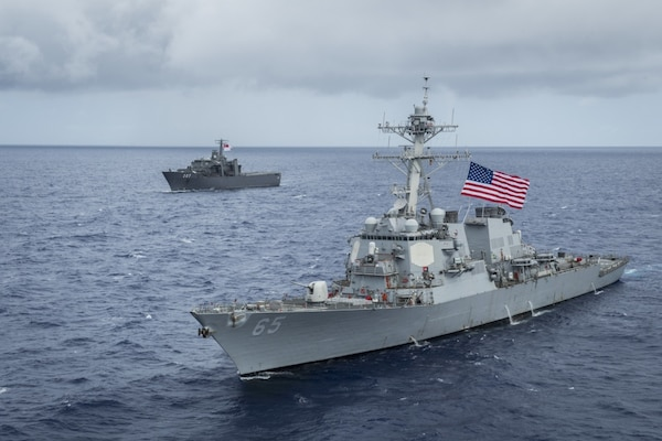 US, Singapore Navies Enhance Maritime Partnership with Training in Guam