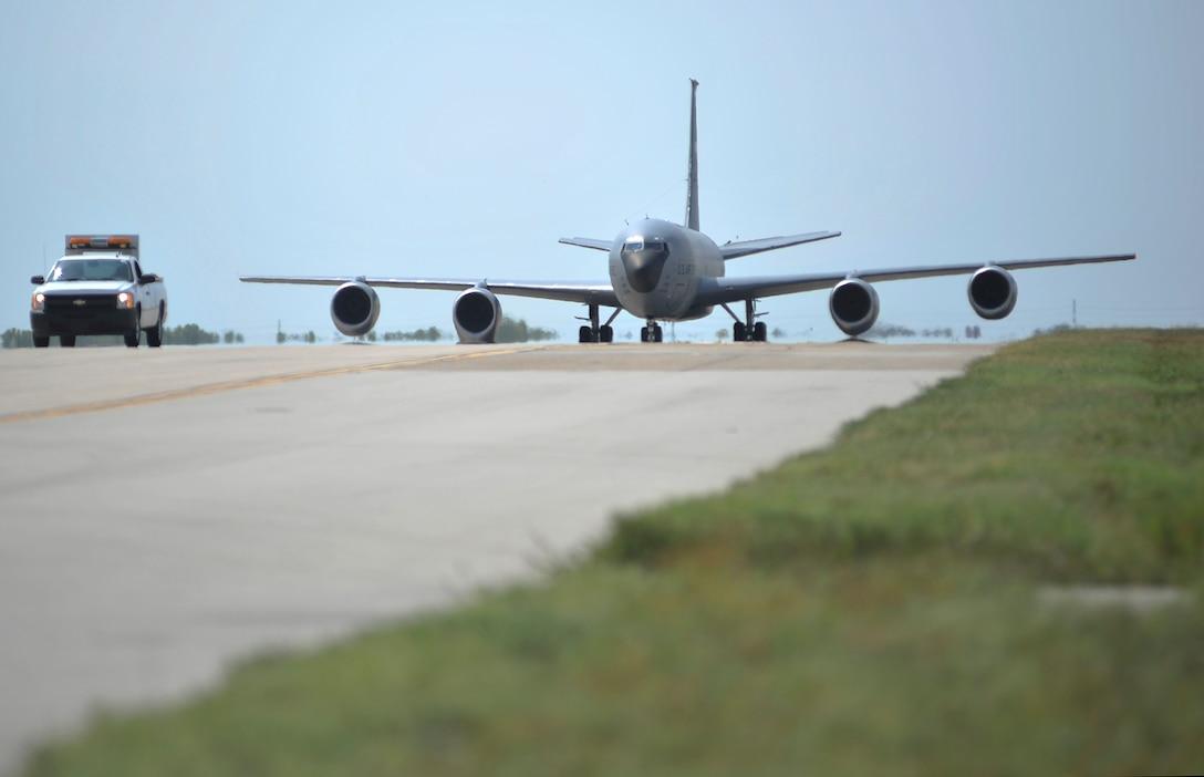 KC-135 landing