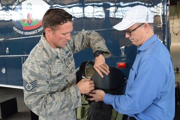 Honorary Commanders visit 433rd MSG.