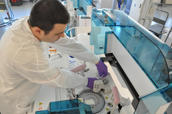 """711th Human Performance Wing """"Epi Lab"""" supports medical readiness of Airmen, families"""