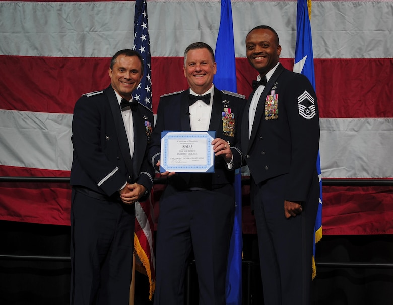 1st SOW hosts Air Force Ball