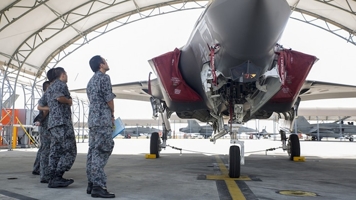 Japan Air Self-Defense Force personnel study the F-35B Lightning II during an educational tour and class led by Marine Fighter Attack Squadron 121 at Marine Corps Air Station Iwakuni, Japan, Sept. 13, 2017.