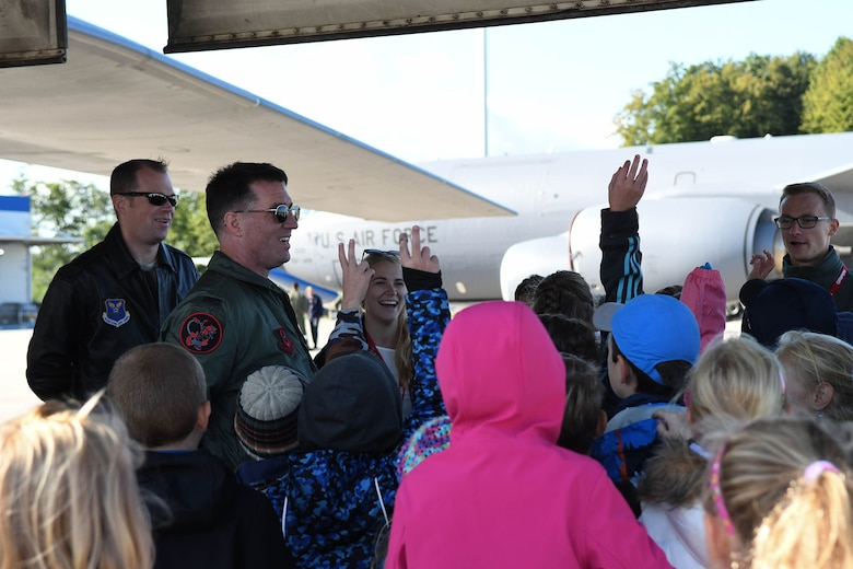 U.S. Air Force Col. Brian McClanahan, the 489th Bomb Group commander, fields questions regarding the B-1 Lancer during a school tour at the Leoš Janáček Ostrava Airport, Czech Republic, Sept. 13, 2017.