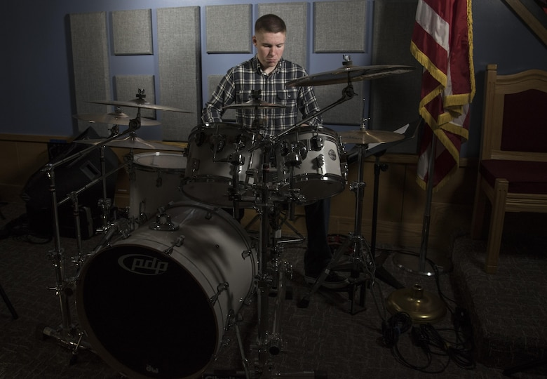 Airman drummer beats adversity with style
