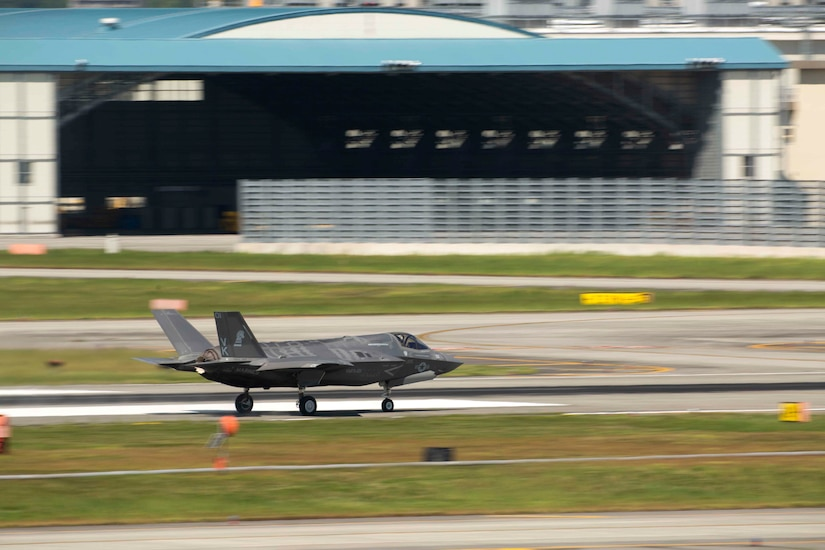 170918-M-KE800-0115 MARINE CORPS AIR STATION IWAKUNI, Japan