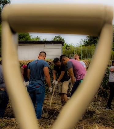 Service members volunteer, make difference in community