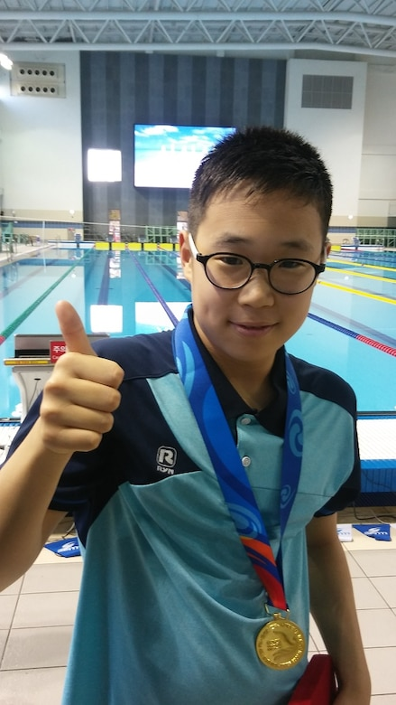 Shin Jun Ho, the son of Sin, Ki-sok, a program analyst at the Far East District Korea Program Relocation Office, recently took home the gold medal for the 2017 MBC Cup National Swimming Championship's breaststroke 100m race