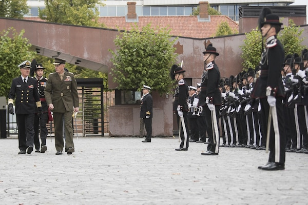 CJCS and Admiral Haakon Bruun-Hanssen, Norwegian Chief of Defence inspect Norwegian Honor Guard