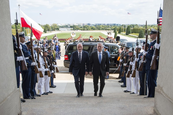 Defense Secretary Jim Mattis hosts an enhanced honor cordon for Polish Defense Minister Antoni Macierewicz at Pentagon, Sept. 21, 2017. DoD photo by Air Force Tech. Sgt. Brigitte N. Brantley