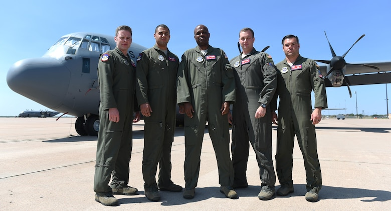 Dyess aircrew recognized for meritorious service during Operation NEW NORMAL