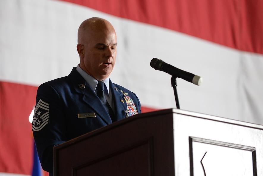 Command chief retires