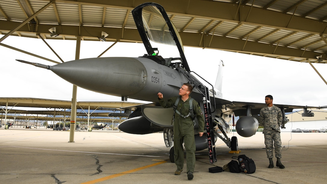 The last six operational F-16 Fighting Falcon aircraft lifted off from the runway here Sept. 21 at approximately 11 a.m. on their way to Holloman AFB, New Mexico, where they will continue flying.