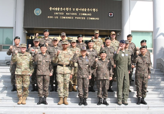 USAG YONGSAN, South Korea -- Senior leaders from the Republic of Korea and U.S. military pose for a photo after a ceremony welcoming the new ROK Chairman of the Joint Chiefs of Staff Gen. Jeong, Kyeong Doo at United States Army Garrison Yongsan, Sept. 26. General Jeong was making his first trip to USAG Yongsan as ROK CJCS. (U.S. Army photo by Staff Sgt. Steven Schneider)