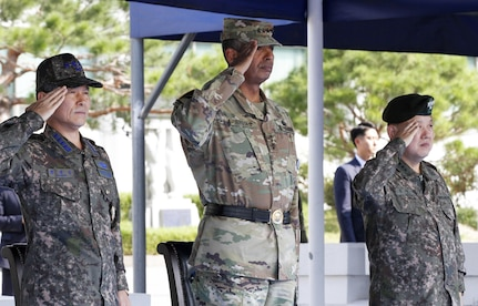 USAG YONGSAN, South Korea -- Republic of Korea Chairman of the Joint Chiefs of Staff Gen. Jeong, Kyeong Doo and Gen. Vincent K. Brooks, Combined Forces Command, United States Forces Command and United Nations Command, and Gen. Kim, Byeong Joo, CFC deputy commander, render the appropriate honors during a ceremony at United States Army Garrison Yongsan, Sept. 26. General Jeong was making his first trip to USAG Yongsan as ROK CJCS. (U.S. Army photo by Staff Sgt. Eliverto Larios)