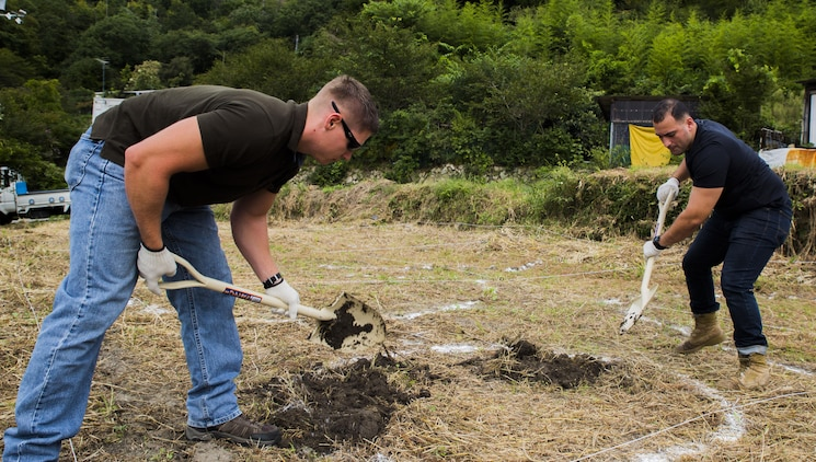 Service members volunteer, make difference in community