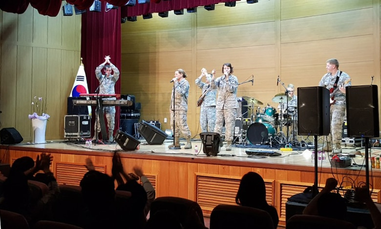 North Korean refugees enjoy PACAF Band