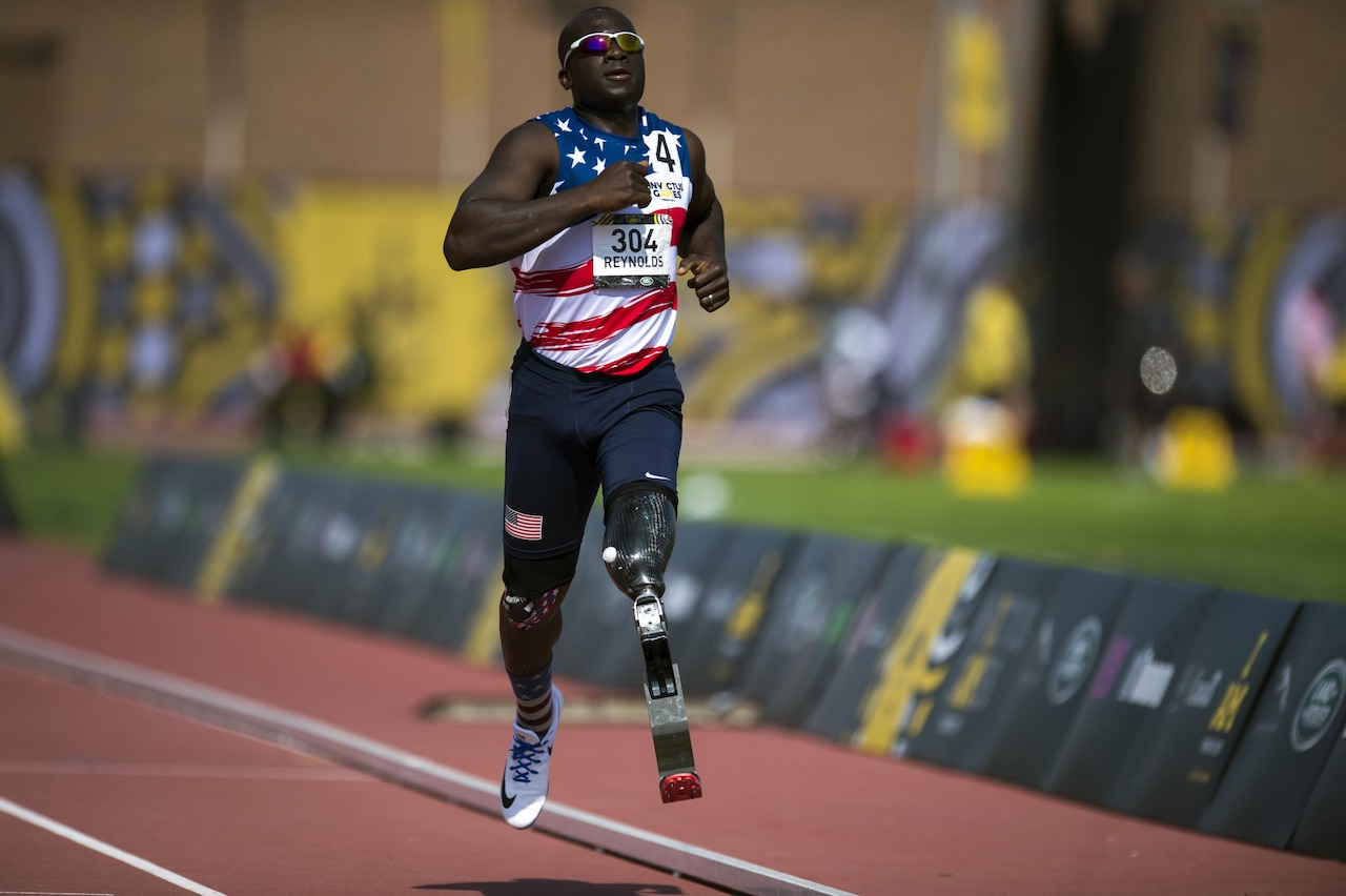 Retired Army Capt. William Reynolds sprints during the athletics finals of the 2017 Invictus Games in Toronto, Sept. 25, 2017. DoD photo by EJ Hersom